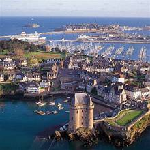 St Malo port guide - Brittany Ferries Saint Malo Brittany France World Maps on saint-malo france and doerr, saint-malo france money, saint laurent gulf map, normandy brittany france map, saint-malo france during wwii, st malo map, nantes brittany france map, san malo map, morbihan brittany france map,